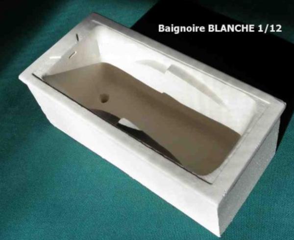 BAIGNOIRE BLANCHE EN PIERRE