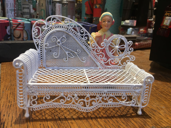 CHAISE LONGUE EN METAL BLANC