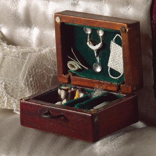 Malle de docteur miniature